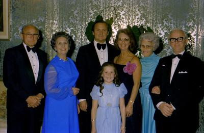 Parramatta Mayoral Ball 1976 : Group photo of girl and family
